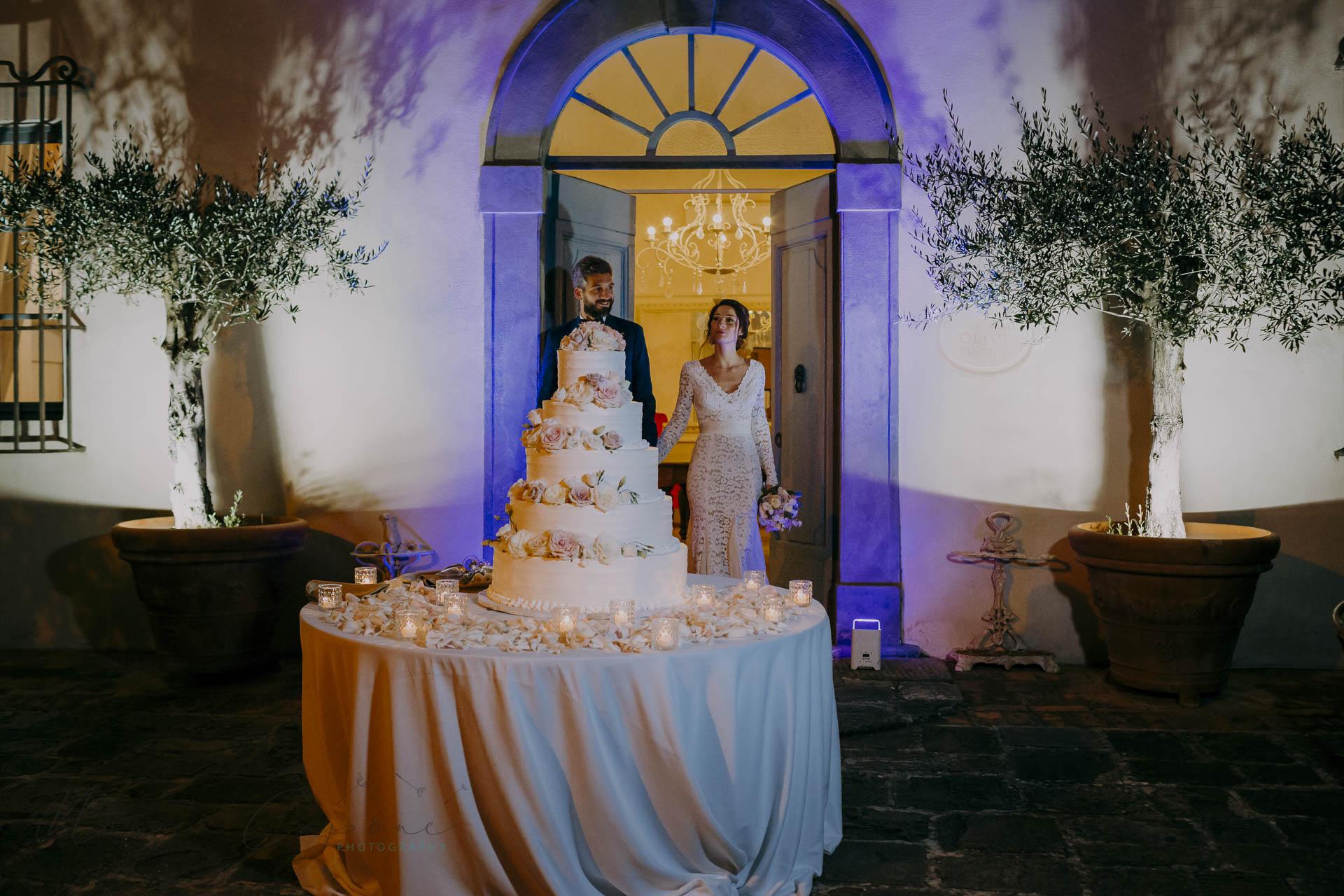 wedding-cake-in-tuscany