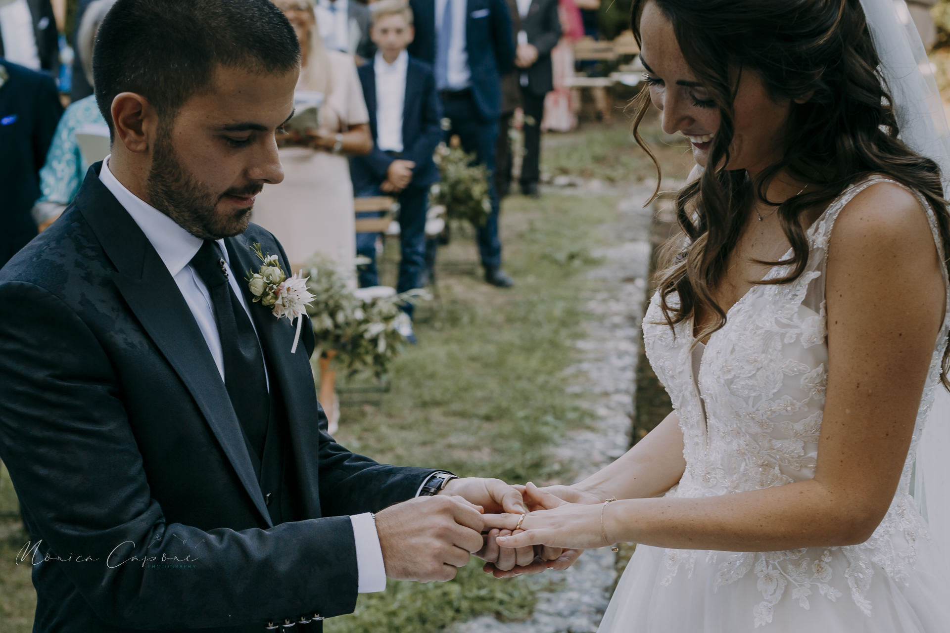 wedding-rings-in-tuscany